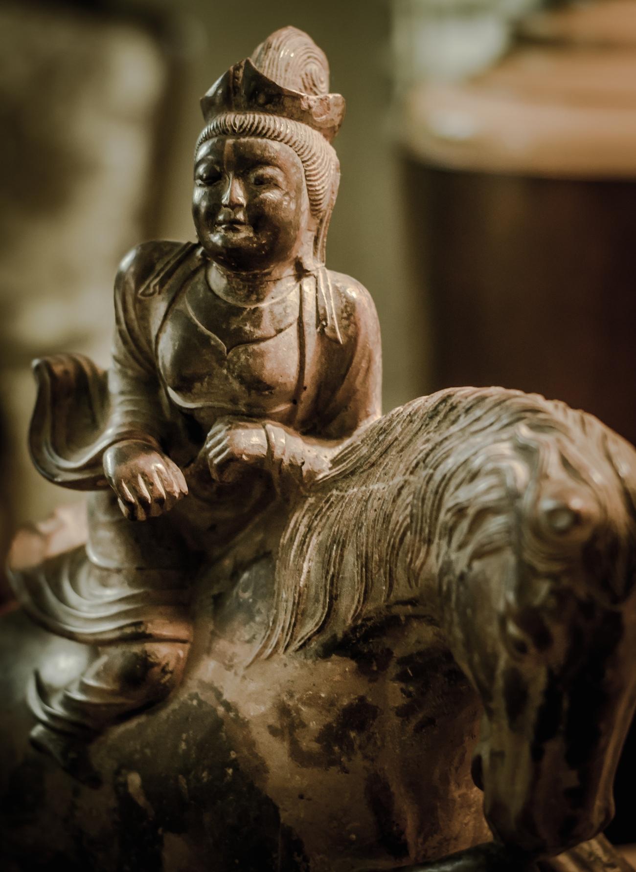 Hooker_statue_asian